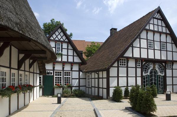 Häusergruppe des Tüöttenmuseums in Mettingen