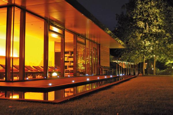Wellness-Schwefelbad Steinbeck Ruhezone im Abendlicht
