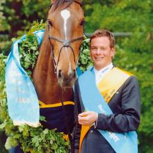 Der Reiter Toni Hassmann aus Lienen mit seinem preisgekrönten Pferd