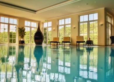 Pool und Wellnessbereich im Parkhotel Surenburg